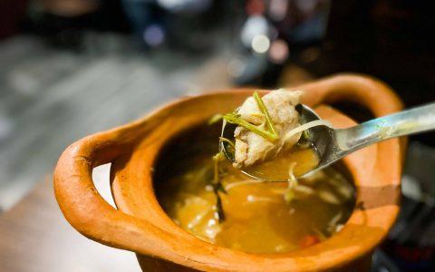 【新北板橋泰式料理推薦】泰夯串燒  必點泰國道地辣的Tomyam酸辣海鮮鍋、各式烤物和招牌泰式奶茶|三八旅客