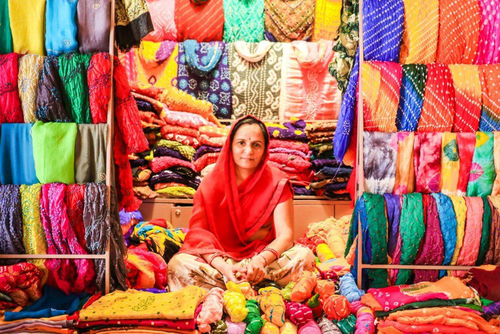 販售印度服飾的婦女,非常和藹可親!